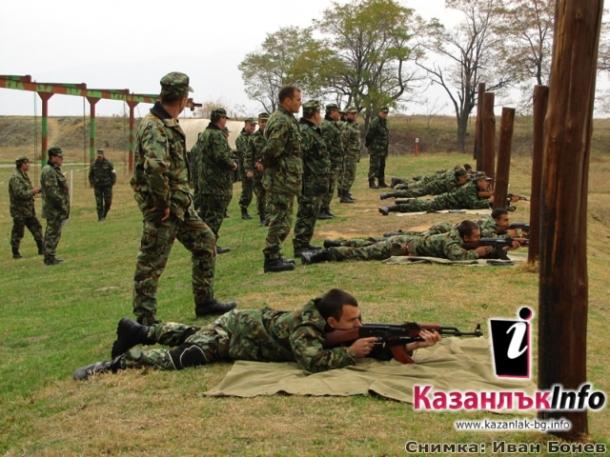 Военни , войници , стрелби , полигон , състезание