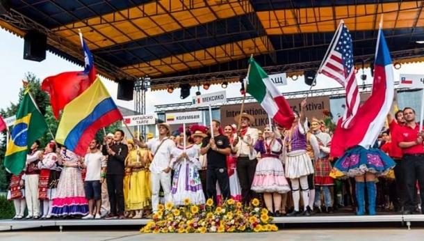 Международният фолклорен фестивал на Велико Търново гостува в Казанлък