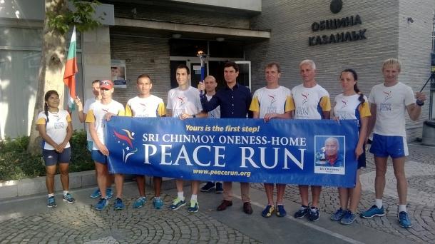 20,09,2016 - Факелът на Световния пробег за мир премина през Казанлък