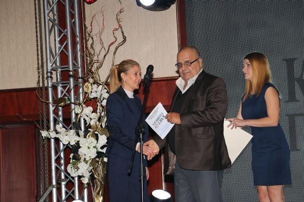"""Заслужено за казанлъчани, Кметът на Казанлък получи наградата """"Туризъм, култура, фестивали и традици"""