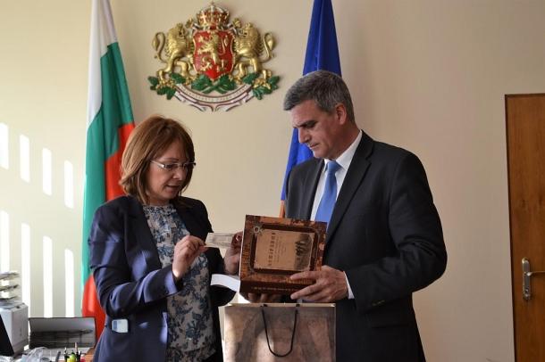 28,02,2017 - Кметът на община Казанлък се срещна с министъра на отбраната