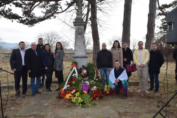 03.03.2017 - Йоана Фильова и Младежи ГЕРБ почетоха 3 март в Енина
