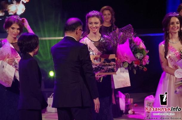 Царица Роза 2017 е Цветелина Илиева