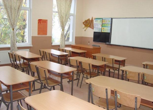 Празна класна стая - дървена ваканция