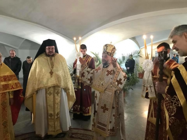 Литургия на Кръстопоклонна неделя