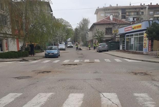 Започна запълването на зимните дупки по улиците