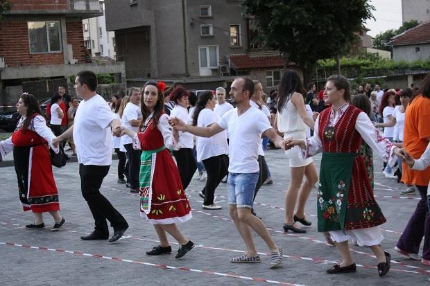 Стотици родолюбци се включиха в мащабен флашмоб в Стара Загора по повод Деня на Европа