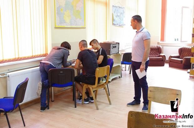 """27.06.2018 - Кътове за четене бяха открити по проект """"БГ пъзел"""" в ПГ """"Иван Хаджиенов"""""""