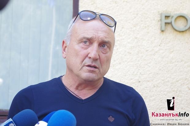 """Димитър Лисичаров, един от собствениците на розоварна """" Еньо Бончев"""" в село Търничене"""