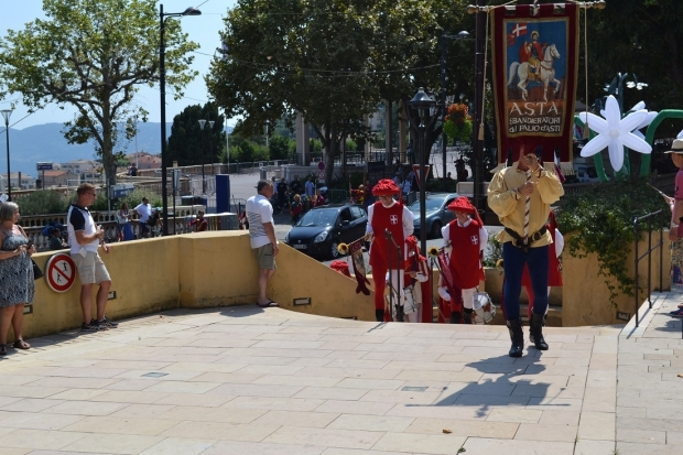 Делегация от Казанлък гостува на Празника на жасмина в Грас