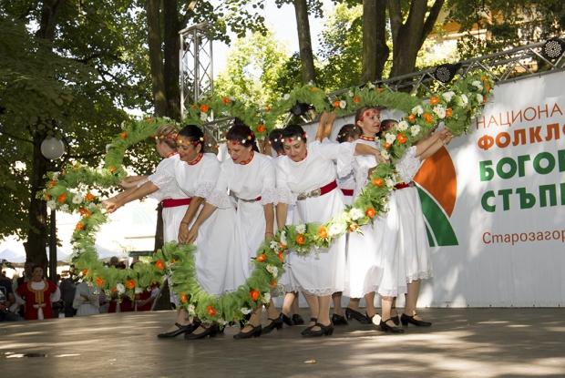 """Хиляди родолюбци се събраха на 13-тото издание на Националния тракийски фолклорен събор """"Богородична"""