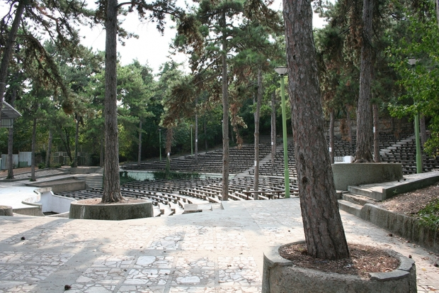 """Летният театър или Станционната градина могат да бъдат обновени с  допълнителни  средства по ОП """"Рег"""