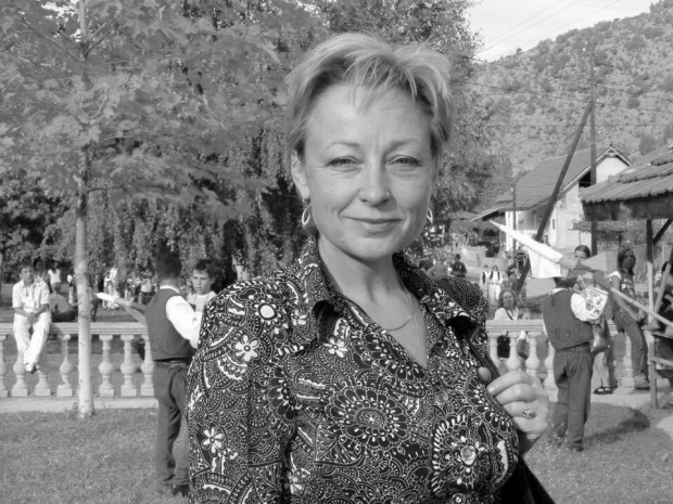 паметна плоча на дългогодишния главен художествен ръководител на състава Недка Кавръкова