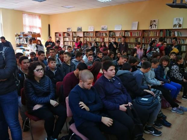 """Училищната библиотека в ПГ """"Иван Хаджиенов"""""""