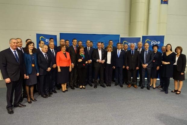 Цветан Цветанов и кметове от ГЕРБ се срещнаха с претендента за водещ кандидат на ЕНП за председател