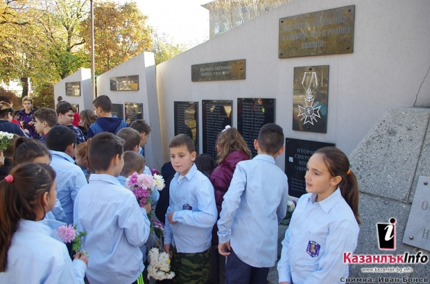 Млади възрожденци отбелязаха  в Енина 100 години от края на Първата световна война