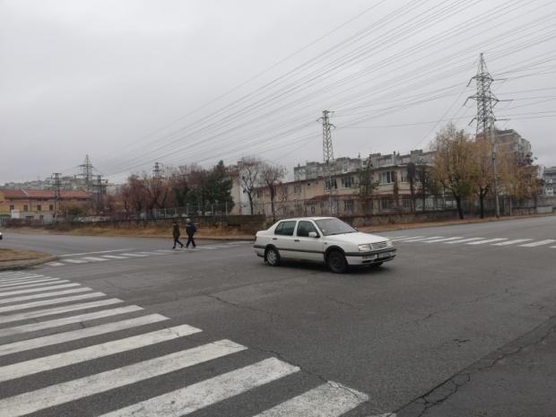 Общината регулира едно от опасните кръстовища в града