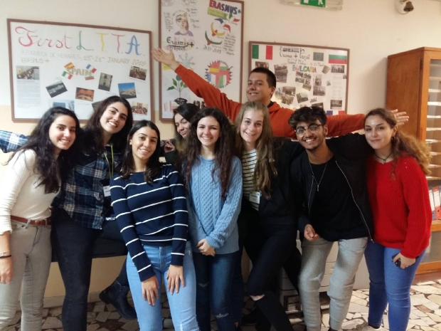 7 ученици и двама учители участват в международна среща в Сардиния, Италия