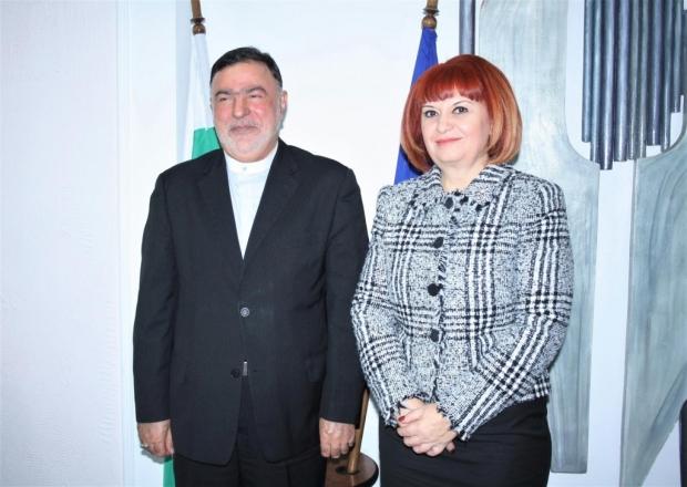 Областният управител Гергана Микова се срещна днес с посланика на Ислямска република Иран у нас Сейе
