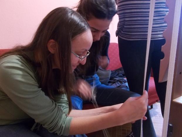 """Проект """"Магията на чипровския стан и съвременните младежи в Казанлък"""" реализира читалището в село Ше"""