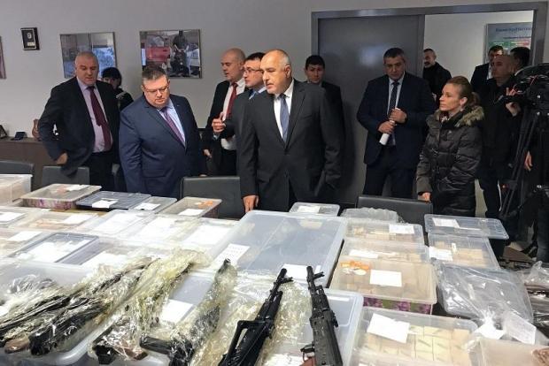 Голямо количество оръжие е заловено при акция в София и село Габарево