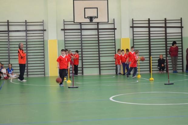 """Учениците на ОУ """"Никола Вапцаров"""" имат обновения физкултурен салон"""