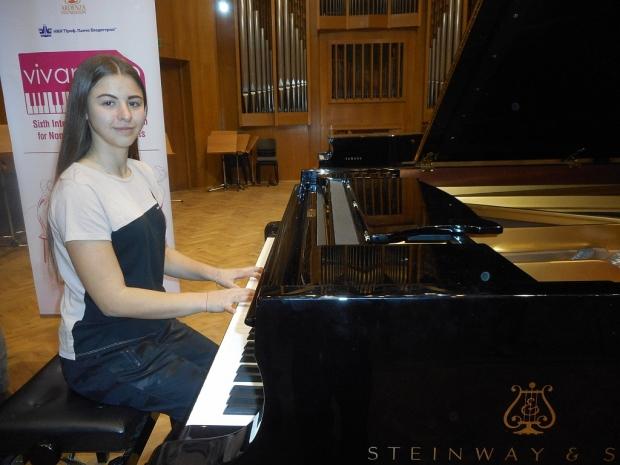 """Адриана Узунова е финалистка на Национален конкурс за млади пианисти """"Стела Ослекова"""" в Пловдив"""
