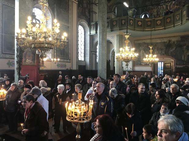 """Старозагорският митрополит Киприан оглави празничната св. Златоустова литургия в Катедралния храм """"С"""