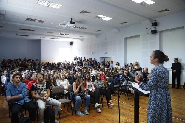 """Евродепутатът Ева Майдел(ГЕРБ/ЕНП): """"Трябва да говорим за опасностите в интернет, за да осигурим по-"""