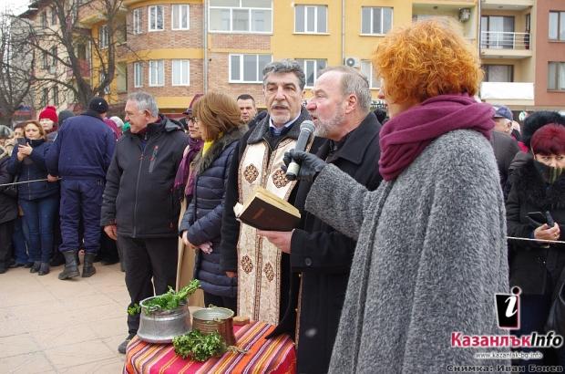 32-годишният Костадин Димитров спаси Богоявленския кръст във водите на Стара река в Казанлък