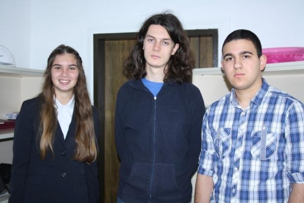 Казанлъшки ученици гостуваха в Областна администрация за 20г. Рожден ден