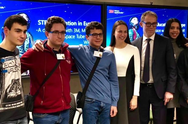 Български ученици наградени в Брюксел от световни компании