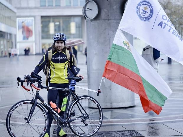 Тодор Андреев започна преход със своя велосипед от Александърплац в Берлин към връх Шипка в България