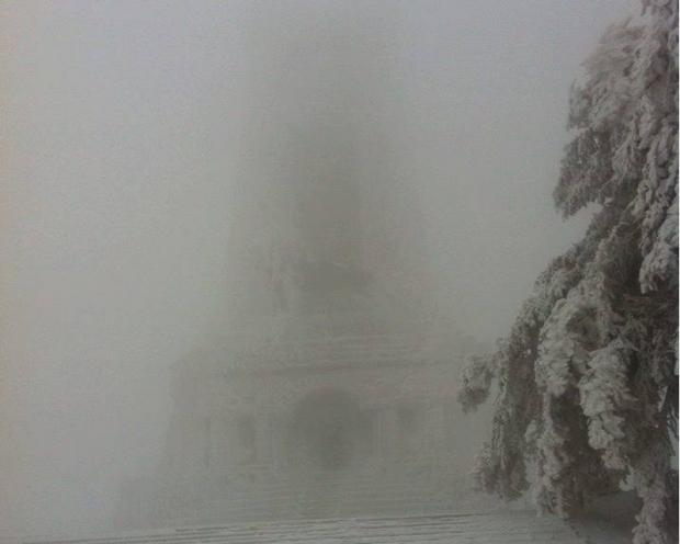 Зимата се върна на Шипка, няма да приема посетители ...