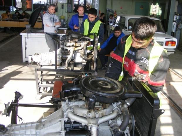 """ПГТТМ вече има сформиран отбор за Регионалния кръг на Националното състезание """"Най-добър млад автомо"""