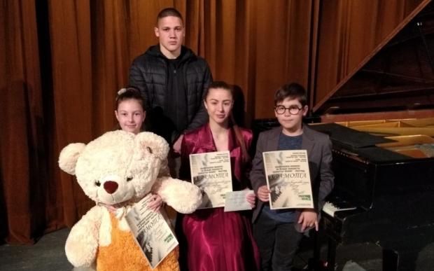 Христиана Харалампиева, Тома Вълков, Адриана Узунова и Златомир Трифонов с престижни награди от конк