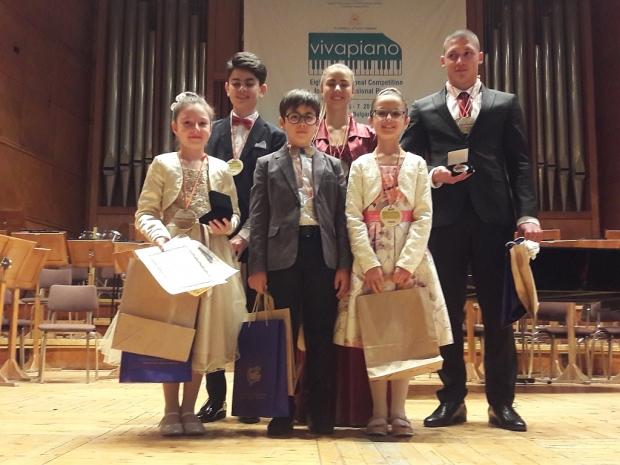 Учениците на Елена Юлиянова завоювали 21 ПРЕСТИЖНИ НАГРАДИ