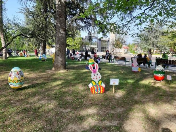 Децата украсиха Казанлък за Великден