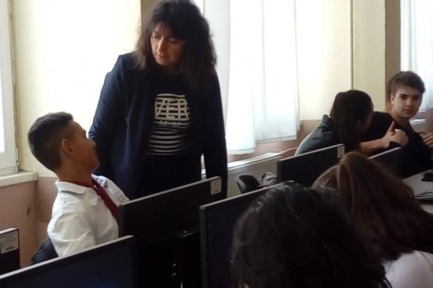 """Професионална гимназия """"Иван Хаджиенов"""" с още един нов компютърен  кабинет"""
