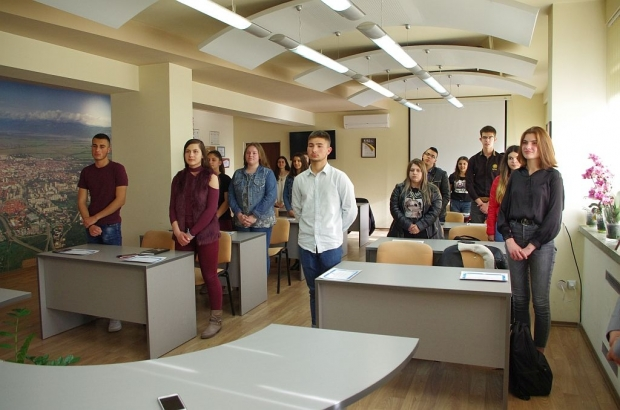 """Кметът на Казанлък към новия Младежки общински съвет: """"Ако сте решили да живеете в тази държава и да"""
