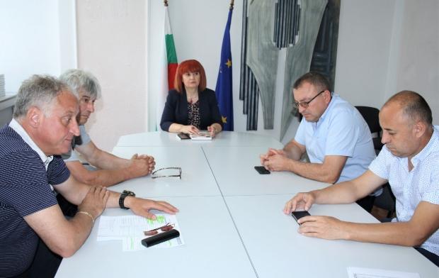 Обсъдиха възможни решения за Проблема с превозването на жителите на малките общини и населени места