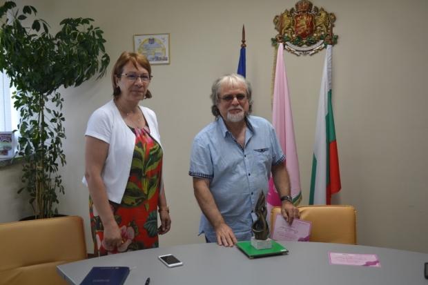 "Община Казанлък отличи нови две пластики за парк ""Розариум"""