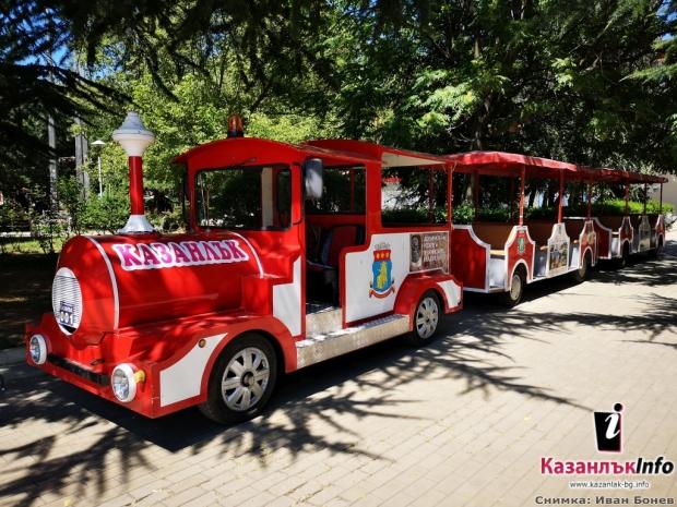 Започват летните обиколки на Казанлък с влакче