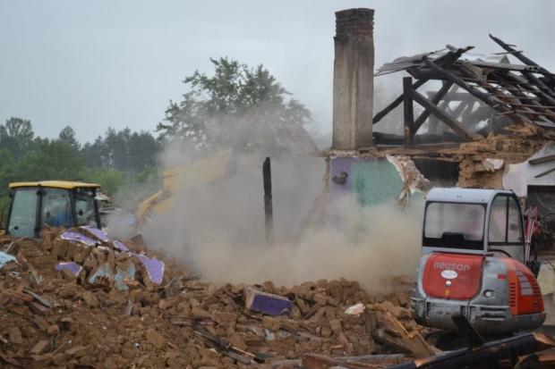 """Общината започна премахване на незаконни и опасни постройки в района на """"Старите лозя"""" и селище """"Коп"""