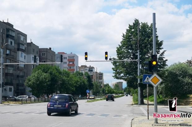 Започват проби на новия светофар на източния вход / изход на Казанлък