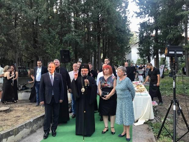 55 години Огнян Драганов