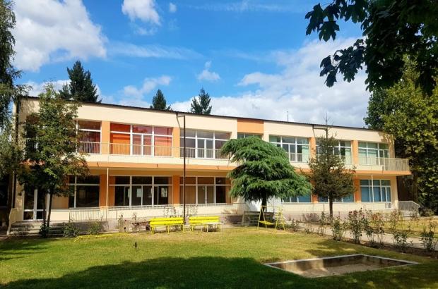 Ремонтните дейности в учебните заведения в Казанлък