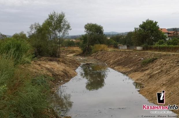 """Почистване и корекция на коритото на река """"Гюрля"""" в казанлъшкото село Горно Черковище"""