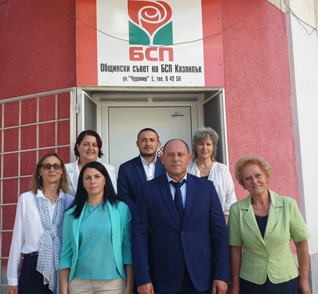 Първият регистриран кандидат за кмет на Община Казанлък е капитан III ранг о.р. инж. Стоян Петров, и