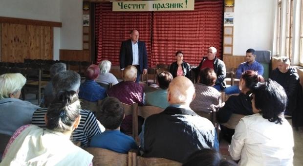 Хората от Средногорово: Властта не ни брои. Продаде здравната служба и училището